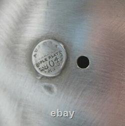 Pichet D'eau Chaude Incliné Aurora Silver Plate Avec Couvercle Articulé Sur Le Stand 0804